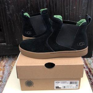 New kids UGG black suede Hamden slip on boot